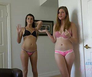 लोग सेक्सी मूवी ब्लू पिक्चर दो लड़कियों के मुंह दिया